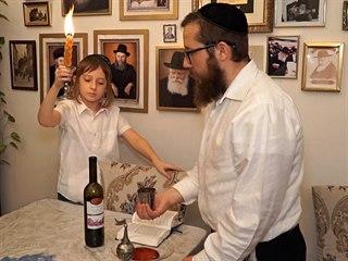U pražského rabína doma. O židovské víře nesvědčí jen knihy a vyobrazení na...