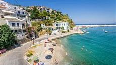 Řekové izolují turisty s covidem v karanténním hotelu, jídlo jim dávají za dveře, říká český velvyslanec