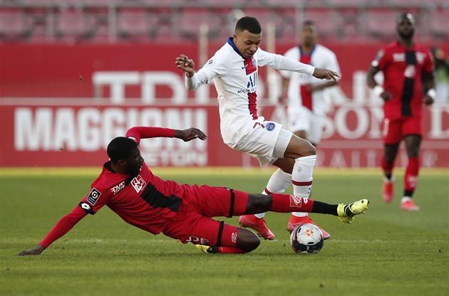 Paříž vyhrála vysoko na hřišti Dijonu, dva ze čtyř gólů dal Mbappé