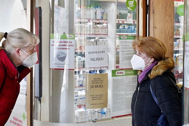 A tak to vypadalo na mnoha místech napříč celým Jihočeským krajem, ale i v jiných částech země. Snímek je z jedné českobudějovické lékárny.