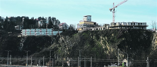 Barrandovský kopec se mění. Koupaliště pod ním ale už nebude
