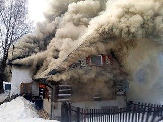 Požár roubené chalupy ve Smržovce