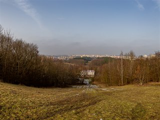 Bývalá sjezdovka Rozárka ve střední části kopce sv. Jana na Novém Hradci...