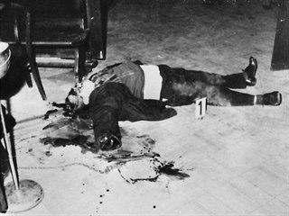 Rituální vražda v pražské hospodě U Dvou koček.
