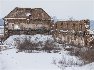 Na místě polorozpadlého statku u Smiřic má vzniknout logistický areál Panattoni...
