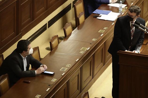 Určitě nebudeme po třech týdnech rozvolňovat, řekl Babiš ve Sněmovně
