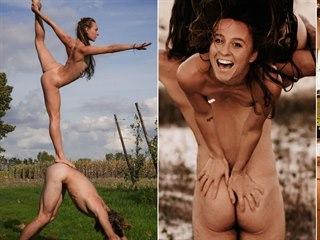 Pár nudistů cestuje po celém světě.