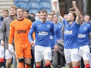 Fotbalisté Rangers po vítězství nad St. Mirrenem, po němž mají na dosah...