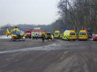 Pod třemi dětmi se na rybníku v Žamberku prolomil led. Na místě zasahovaly tři...