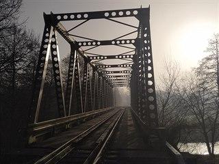 Most přes Sázavu na trati na Pardubice byl v Havlíčkově Brodě naposledy položen...