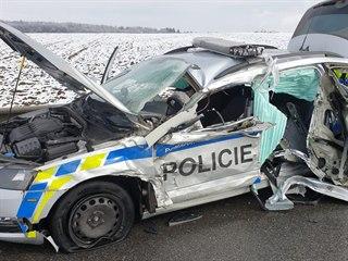 Při dopravní nehodě u Náměště nad Oslavou narazilo do služebního vozidla...
