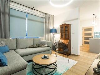 Do obývacího pokoje použili designéři i část původního vybavení.