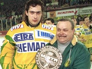 Horst Valášek (vpravo) a Roman Čechmánek po zisku titulu v roce 1996.