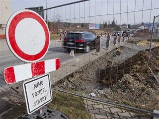Až do konce dubna bude uzavřená část silnice U velkého rybníka v Plzni kvůli...