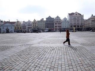 Plzeňské náměstí Republiky v první den lockdownu. (1. 3. 2021)