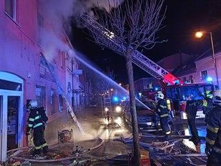 Deset hasičských jednotek zasahovalo v Duchcově na Teplicku u požáru...