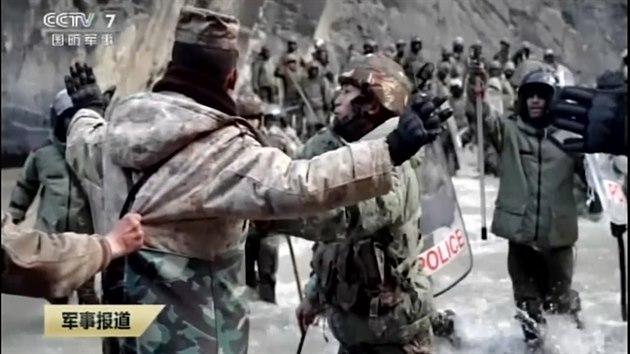 Čína a Indie stahují vojska z hranice. Odchod provází krvavé bitky