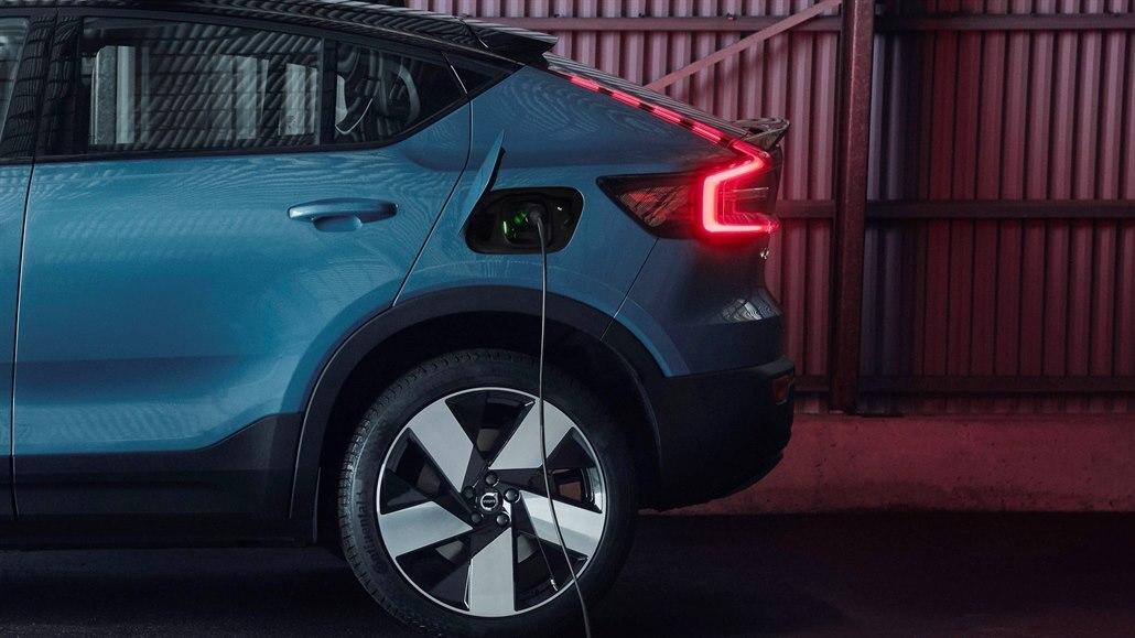 Volvo, Uber, Ikea i Coca-Cola jdou s aktivisty, chtějí stop pro spalovací auta