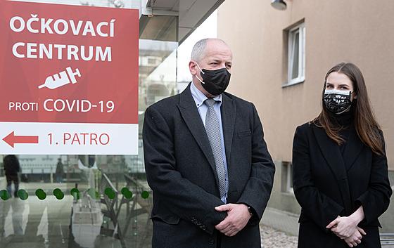 Roman Prymula a Kateřina Zemanová (Nadační fond Miloše Zemana, předání daru pro...