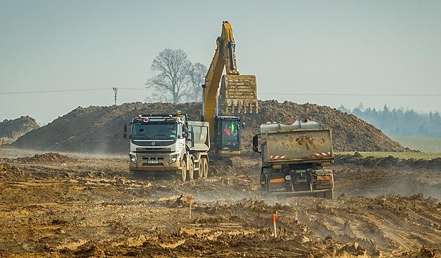 Práce na stavbě obchvatu Chýnova začaly loni na podzim.