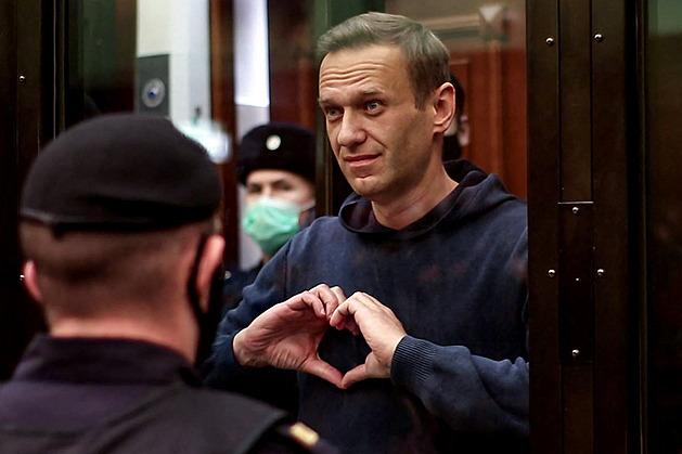 Ruská policie provedla razii u investigativního novináře, má nálepku agenta