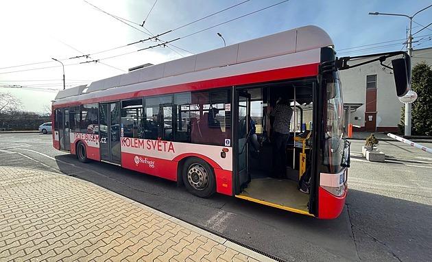 Trolejbusem objedou svět, zatím shánějí techniky a řeší víza