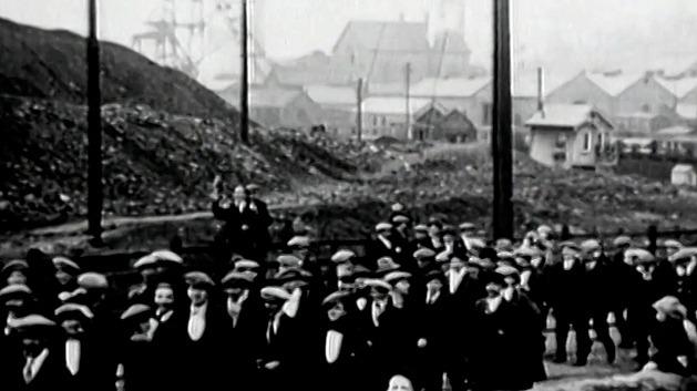 Stávkující horníci zaplavili před 100 lety uhelné doly. Ochromili celou Británii