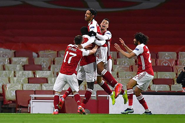 ONLINE: Arsenal touží po obratu proti Villarrealu, United hájí náskok v Římě