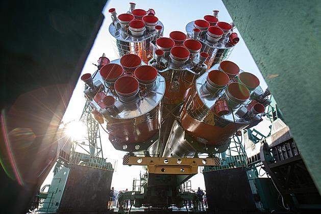 Z Kazachstánu dorazila na ISS další posádka. Místo Rusa letěl Američan