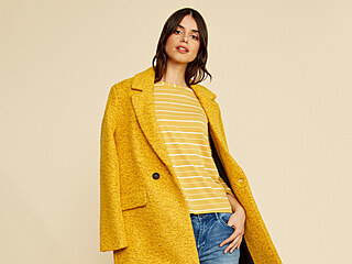Teplá žlutá je prostě boží a umí zvednout náladu! Zvlášť když žlutý kabátek...