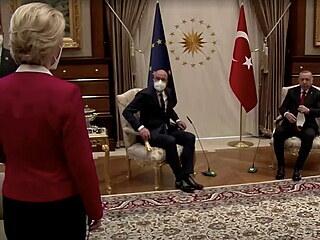 Na šéfku Evropské komise Ursulu von der Leyenovou  při jednání s tureckým...