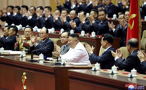 Severokorejskı vùdce Kim Èong-un na sjezdu Korejské strany práce vyzval obèany,...