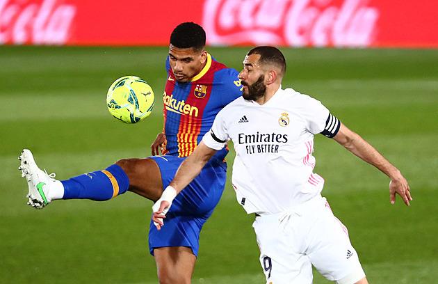 ONLINE: Parádní gól Benzemy a Real vede nad Barcelonou, jde i o první místo