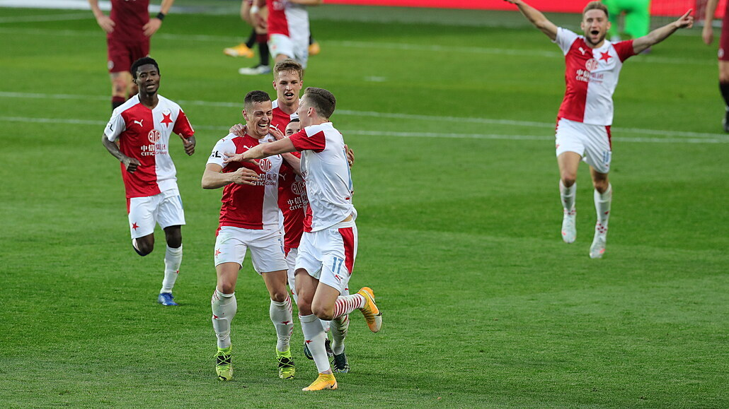 Slavia - Sparta 2:0, derby pro lídra, rozhodl gól Holeše do šatny