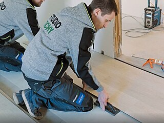 Podlahy typu click usnadňují pokládku.