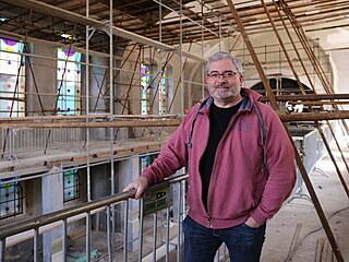 Daniel Černý koupil synagogu s rabínským domem v roce 2012, kdy je získal v...