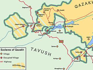 Ázerbájdžánský rajón Qazah sexklávami a okupovaným územím. Mapa odpovídá...