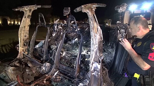 Při nehodě Tesly zemřeli dva muži, za volantem nikdo neseděl