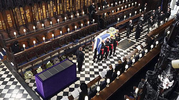Britská královská rodina se rozloučila s princem Philipem