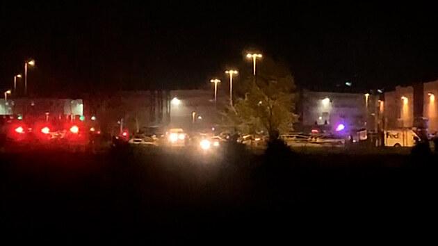 Při střelbě v americkém Indianapolisu zemřelo osm lidí, mrtvý je i útočník