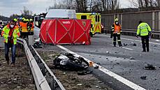 Na D5 zemřel motorkář, který ujížděl před policií