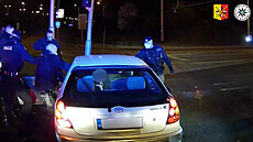 Nebyl opilý ani zdrogovaný, přesto zběsile prchal policii