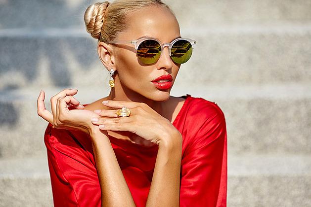 Sluneční brýle jsou nutností i módním doplňkem. Jak si vybrat ty nejlepší?