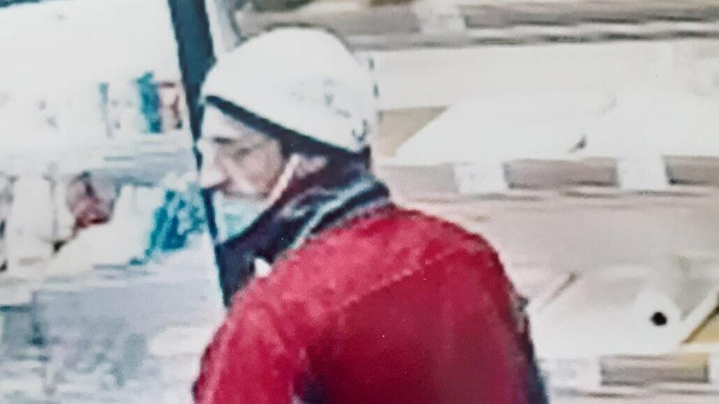 Lupič nakoupil pečivo, pak na pokladní vytáhl paralyzér. Hledá ho policie
