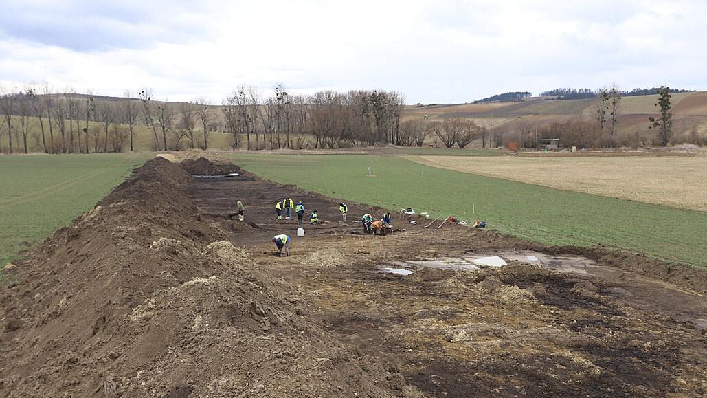 Archeologové věří v nález stovky hrobů na 85 kilometrech podél plynovodu