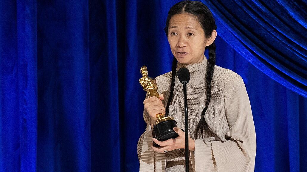Oscary vyhrála road movie Země nomádů, z herců McDormandová a Hopkins