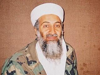 Usáma bin Ládin na archivním snímku z listopadu 2001