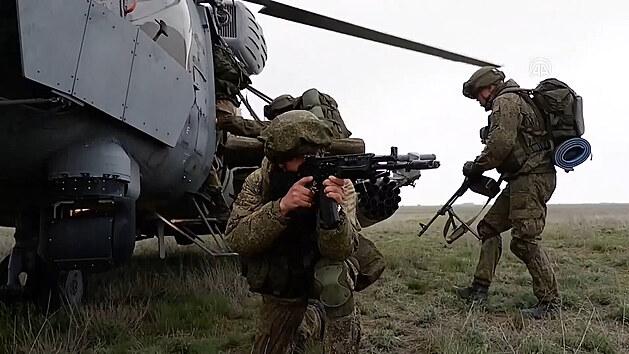 Ruská armáda zahájila masivní bojové cvičení na Krymu a v Černém moři