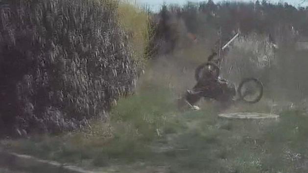 Honička motorkáři nevyšla, skončil v kotrmelcích