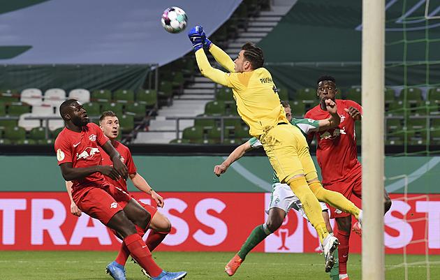 Lipsko vydřelo v prodloužení postup přes Brémy do finále Německého poháru